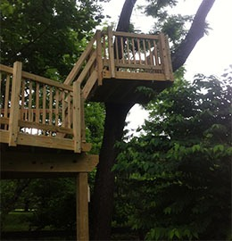 Crow s nest tree houses by tree top builders for Crows nest house plans